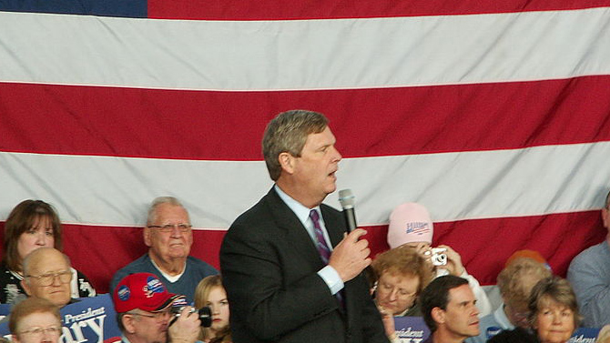 Tom Vilsack stumps fo Hillary Clinton